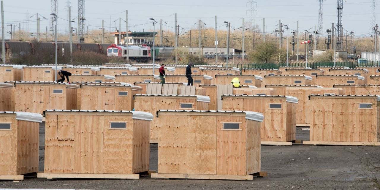 Construction of shelters next to the railway line. Copyright: Denis Charlet