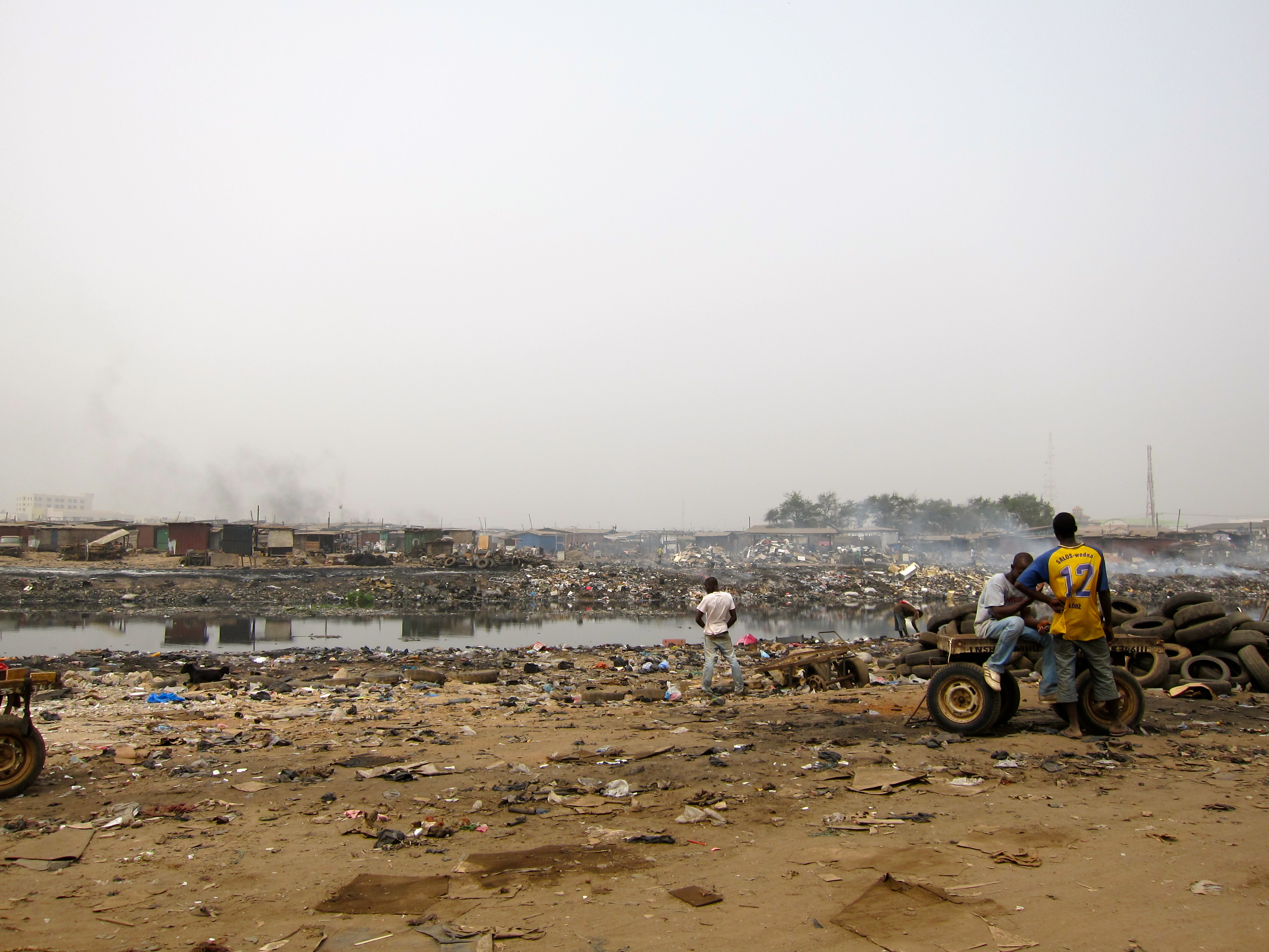 Polluted Korle Lagoon, Old Fadama by Slum Dwellers International via flickr, CC BY 2.0. This picture shows some of the environmental challenges faced by Old Fadama. However, it does not show a justification to forcefully evict residents – rather, it would be worthwile to encourage them to partipate in cleaning efforts.